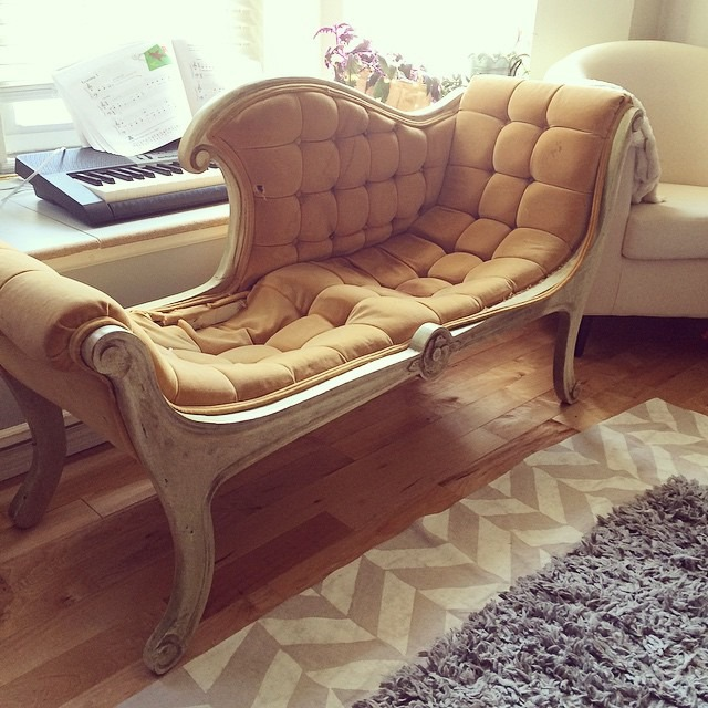 thriftscorethursday thealabastervessel tufted chaise