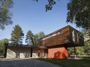 Fachadas de madera casa cantilever