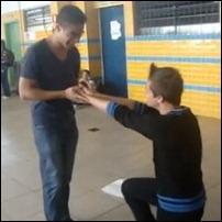 video escola declaração gay