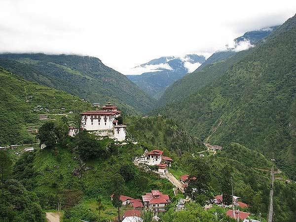 ghe-bhutan-tham-tu-vien-co-xua-huyen-bi (14)