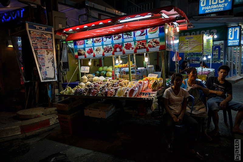 2557_Thailand_Pattaya_Jomtien_Night_market_at_beach