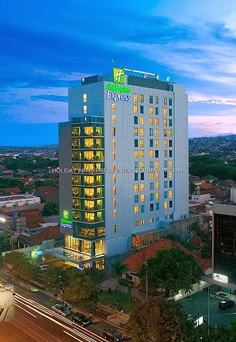 Holiday Inn Express Semarang Indonesia Simpang Lima Hotel Jakarta Surabaya Central Java Jalan Pandanaran city famous shopping, dining entertainment business, leisure travellers convenient location comfortable room affordable