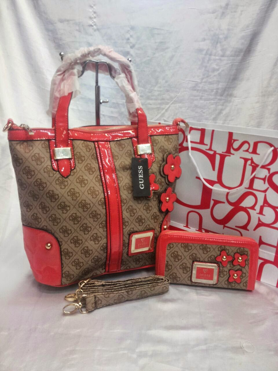 Handbags   Closets  Handbag GUESS Special Offers! a85a8edc1dc
