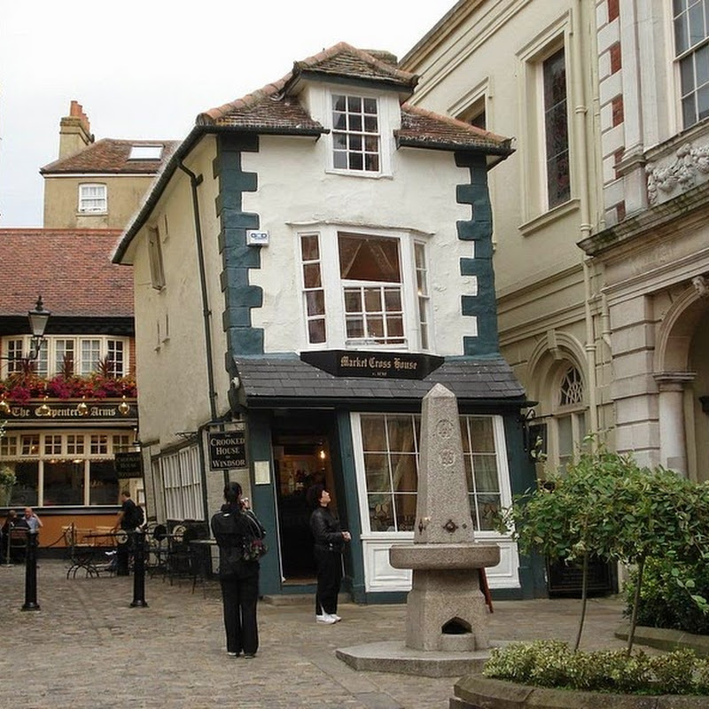 The crooked house of windsor amusing planet for Windsor house