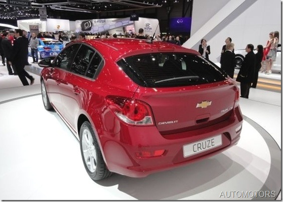 chevrolet-cruze-hatch-1299254468460_560x400