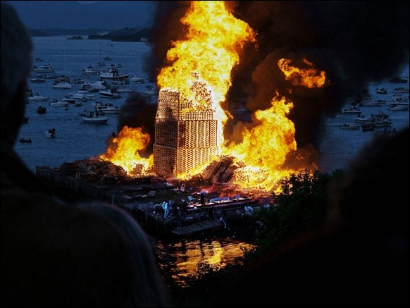 The_World's_Biggest_Bonfire_Ever_09