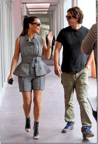 Kim Kardashian Kim Kardashian Shops Miami V33JLGFodm6l
