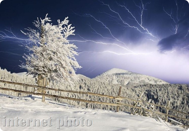 snow-storm-with-lightning-cropped