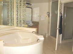 Florida 3.2013 Marriott Cypress Harbour master bath hot tub