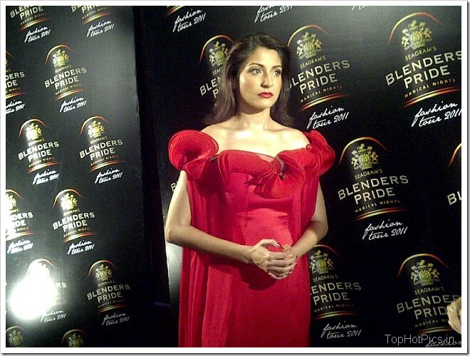 Anushka Sharma Hot Red Dress on Ramp 2