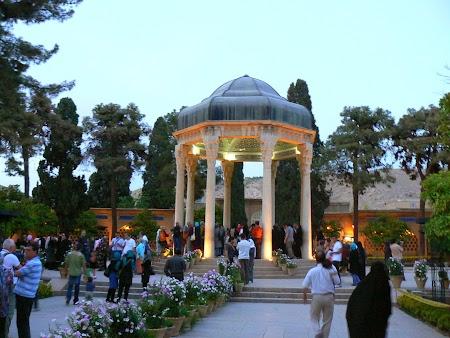 04. Mormantul lui Hafez.JPG