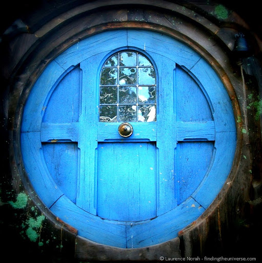 Designing a round door hobbit house style wheaton for Round door design