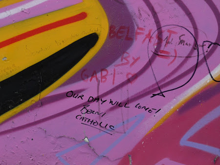 Imagini Belfast: mesaj zidul pacii
