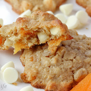 Oatmeal Cookies with White Chocolate and Apricots