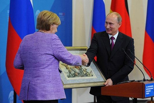 Президент РФ В.Путин и канцлер Германии А.Меркель в  Санкт-Петербурге