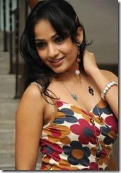 Madhavi_Latha_cute_still