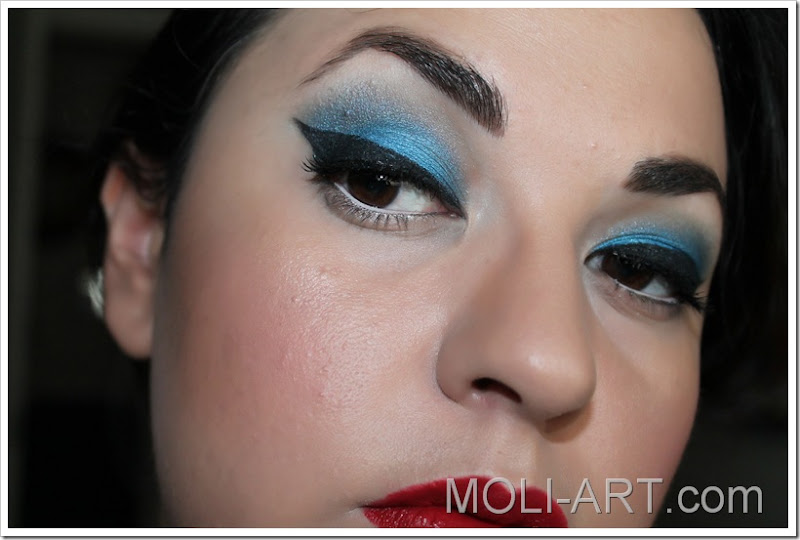 maquillaje-pin-up-azul