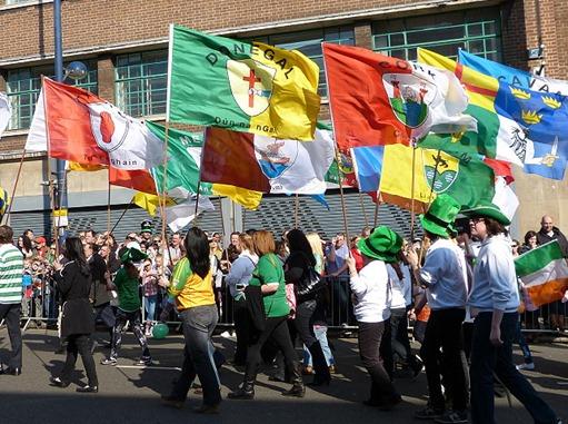 Парад на день святого Патрика в Бирмингеме, флаги графств Ирландии