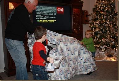 BB & Papa Christmas 049