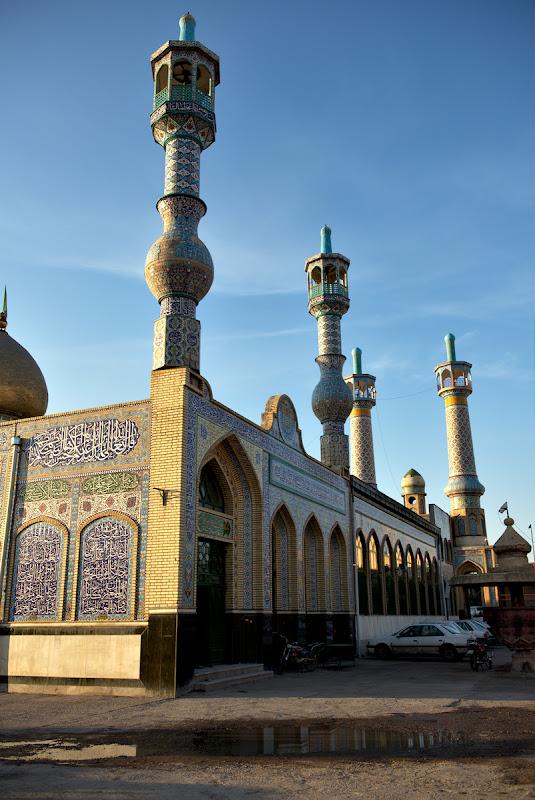 Moscheea din Myaneh, complet diferita de cele vazute pana acum.