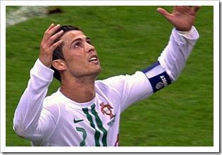 Ronaldo praying