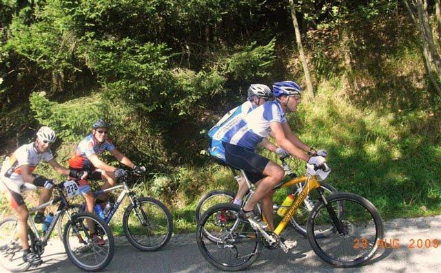 vier-huebel-tour-2009-auffahrt-baerenstein-uwel.jpg