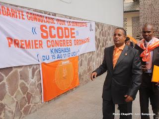 En avant plan, Jean Claude Muyambo, président de Scode  ce 15/07/2011 à Kinshasa, lors du premier congres ordinaire de son parti. Radio Okapi/ Ph. John Bompengo