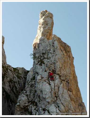 Arista Sanchez Sadia-Samper 300m 120m Rapel 6c¿ (V  A1 Oblig) (Peñe Robre, Andara) (Omar) 0650