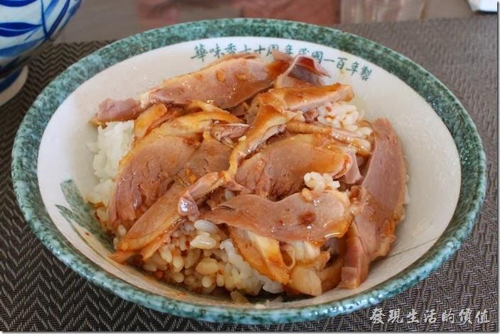 台南新營-華味香鴨肉羹。鴨肉飯,NT$60。個人推薦這道鴨肉飯,這鴨肉鮮嫩容易入口,淋上醬汁真可比美香噴噴的滷肉飯。