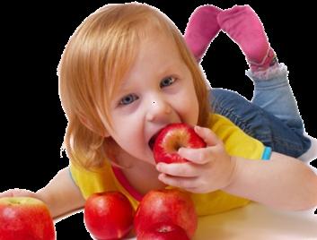 criança comendo fruta - alegre - feliz - saudavel - bonita