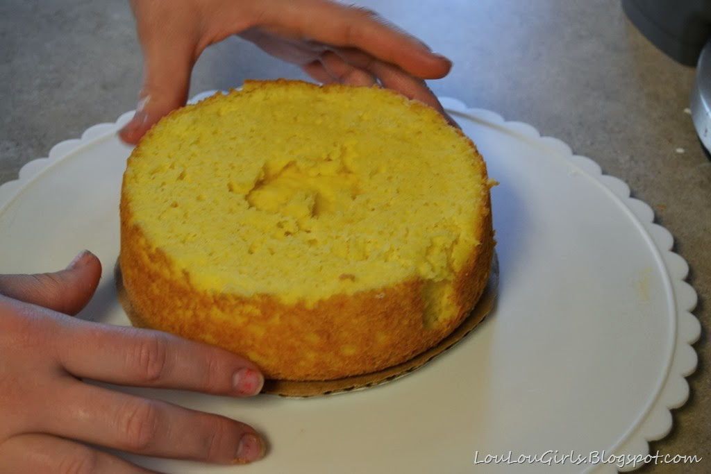 [How-to-frost-an-ombre-cake%2520%25285%2529%255B3%255D.jpg]