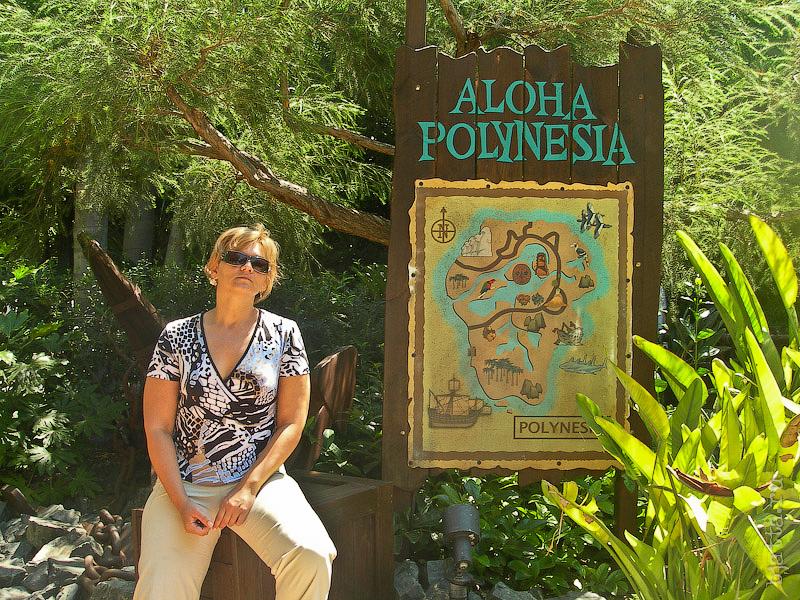 9. Aloha Polynesia. Порт Авентура. Port Aventura. Salou. Costa Dorada. Spain. Переходим, пока ещё все вместе, в полинезию, и с удовольствием, слушаем музыку и отправляемся на выступление танцоров.
