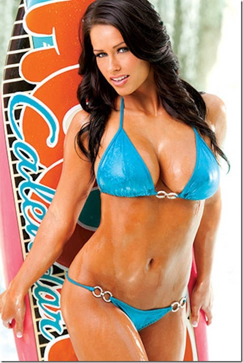 hooters-swimsuit-2013-18