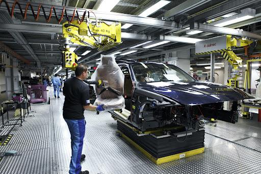 2012-BMW-3-Series-16.jpg