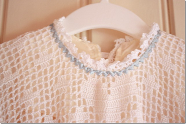 Håndlaget dåpskjole heklet blonder IMG_2222