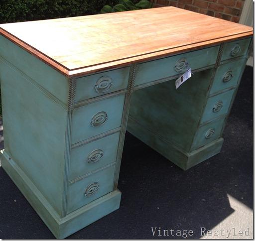 Provence Desk 052