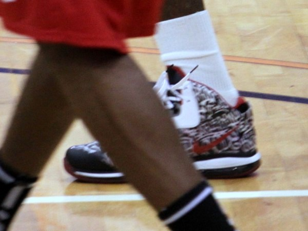 LeBron Unveils new LeBron 8 8220NYC8221 PE at Goodman vs Melo League