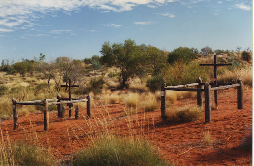 Graves of Thomson, Shoesmith and Chinaman on the Canning Stock route