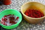 吃完后,把碗碟、筷子、汤匙拿给阿嫂洗。。
