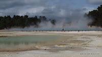 Das dampfende Wasser erreicht Temperaturen bis zu 74 Grad Celsius