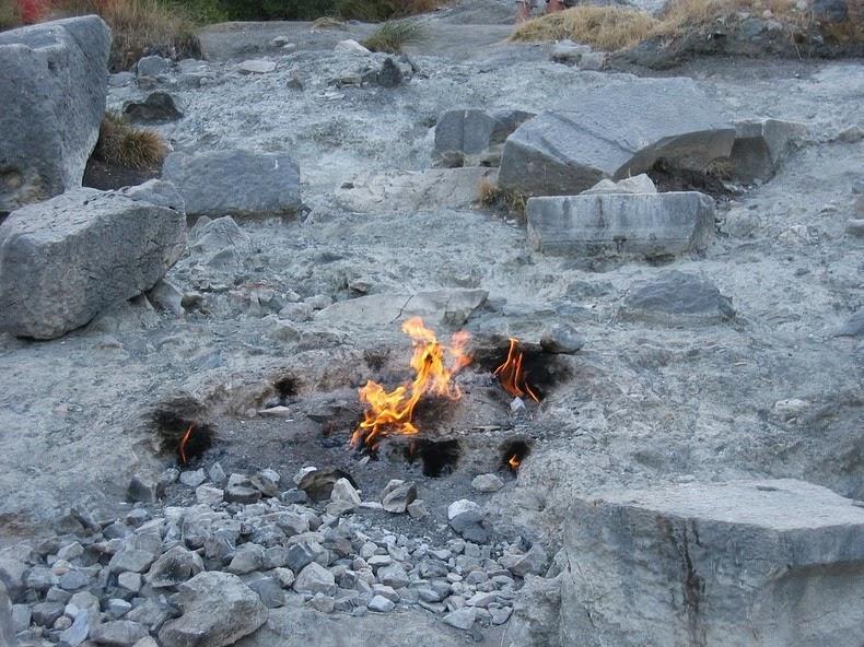 صور الصخور المشتعلة في كايميرا بتركيا