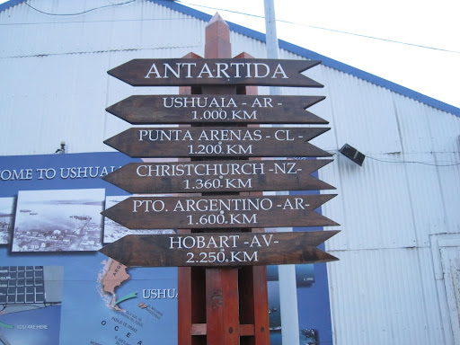 Distances to Antarctica from the most popular ports. At 1,000 km, Ushuaia is the closest.
