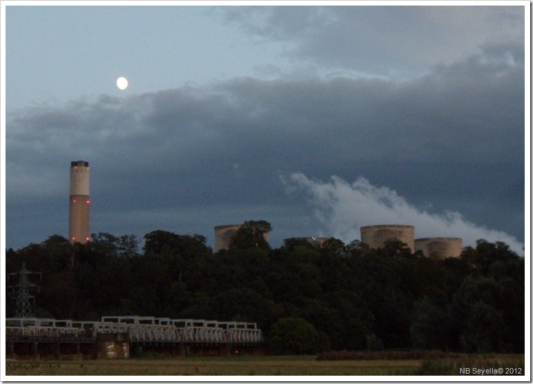 SAM_2569 Moonrise over Ratcliffe Power Stn