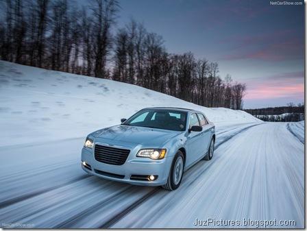 Chrysler-300_Glacier_2013_800x600_wallpaper_04