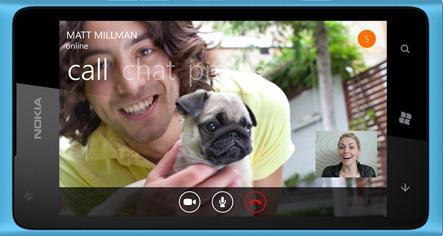 Skype para Windows Phone será compatible con las características que los usuarios de Skype que ya conocemos y amamos, incluyendo Skype a Skype de audio y video llamadas, llamadas económicas a teléfonos fijos y móviles con crédito de Skype y mensajería instantánea.
