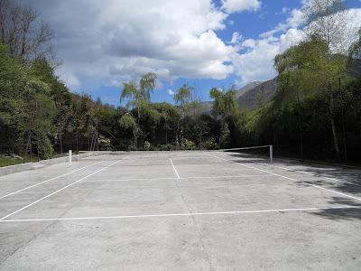 le terain de tennis du camping