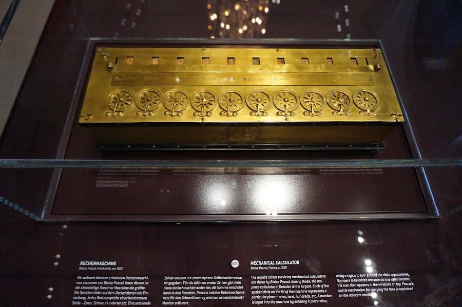 Механическая счётная машина Блеза Паскаля