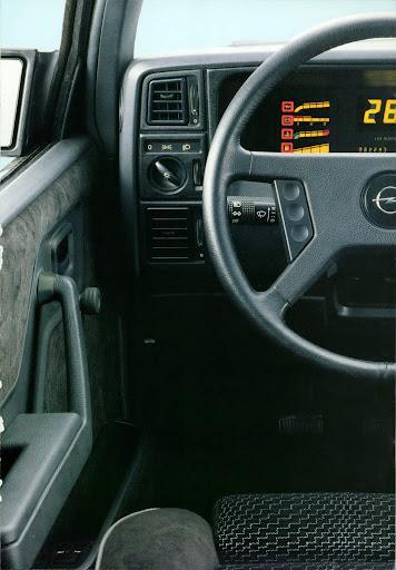 Opel_Monza_1984 (13).jpg