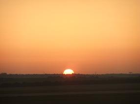 amanece en el aeropuerto de Budapest