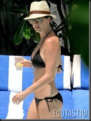katy-perry-in-a-black-bikini-in-miami-021-675x900